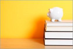 本と貯金箱